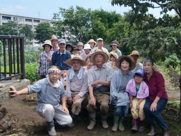 H25.6_サツマイモ畑の草取り  (5)