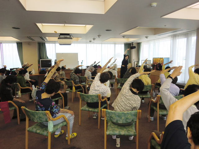 高齢者長生き体操の様子 (1)