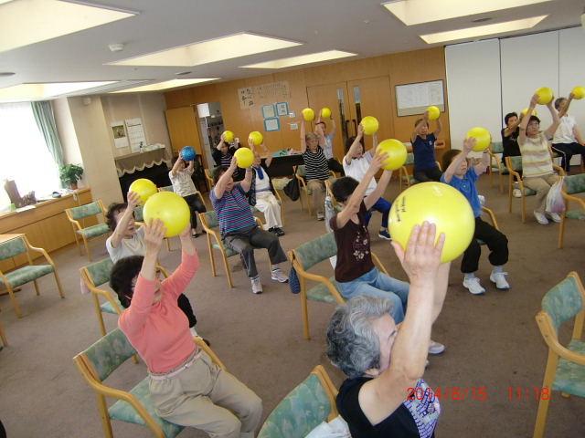 高齢者長生き体操の様子 (2)