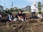 H261026サツマイモ掘り及び炊き出し訓練 (24)