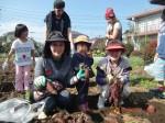 H261026サツマイモ掘り及び炊き出し訓練 (52)