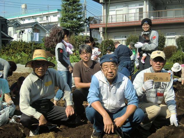 H261026サツマイモ掘り2 (1)