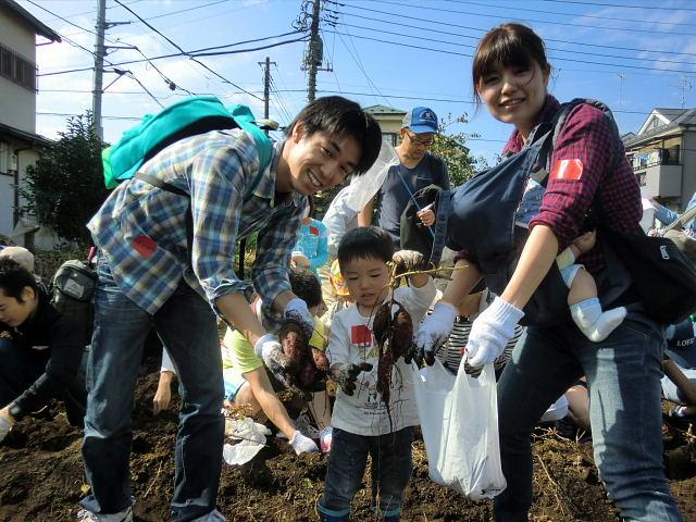 H261026サツマイモ掘り2 (44)