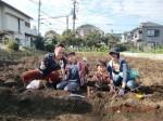 H261026サツマイモ掘り2 (8)