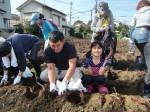 H261026サツマイモ掘り及び炊き出し訓練 (25)