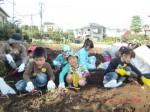H261026サツマイモ掘り及び炊き出し訓練 (33)
