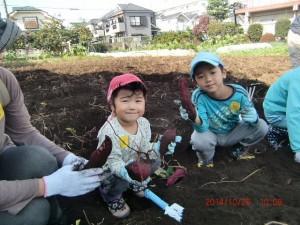 H261026サツマイモ掘り及び炊き出し訓練 (38)
