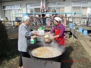 H261026サツマイモ掘り及び炊き出し訓練 (76)
