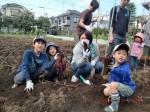 H261026サツマイモ掘り2 (30)