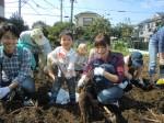 H261026サツマイモ掘り2 (41)