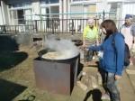 H271025サツマイモ掘り及び炊き出し訓練 (14)