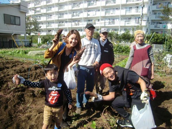 H271025サツマイモ掘り及び炊き出し訓練 (2)