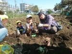 H271025サツマイモ掘り及び炊き出し訓練 (69)
