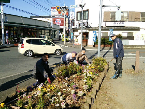 H271230門前自治会ふれあい花壇清掃 (3)