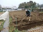 H280302農園ジャガイモ畝づくり (7)