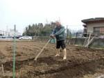 H280302農園ジャガイモ畝づくり (9)