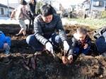 H281217親子農業体験サツマイモ掘り・いやし収穫体験 (53)