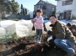 H281217親子農業体験サツマイモ掘り・いやし収穫体験 (72)