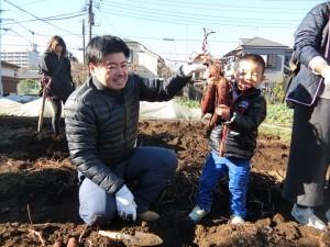 H281217親子農業体験サツマイモ掘り・いやし収穫体験 (55)